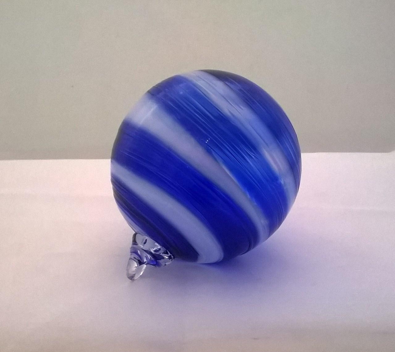 cobalt and white twist